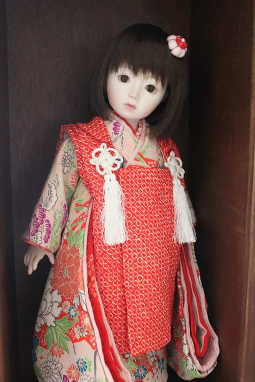 オールビスク 大きさ38cm、24パーツの人形です。 袷の着物に被布を着せてみました。 ちょっとお姉さんっぽいお顔になりました^^ まだ仮のお支度で...