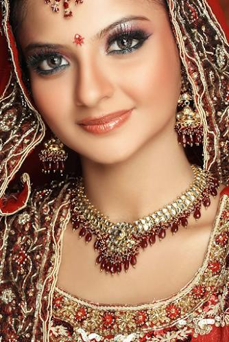 Arti Damania Bridal Makeup Bride Wearing a Silver Choker