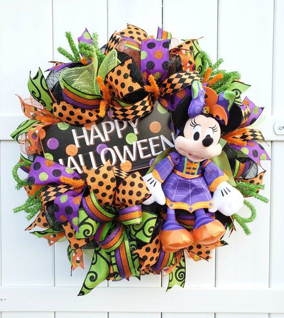 Halloween Mickey or Minnie Wreath, Disney Halloween Wreath, Minnie Wreath, Mickey Wreath, Halloween Decor, Halloween Wreath Disney #halloweenwreaths