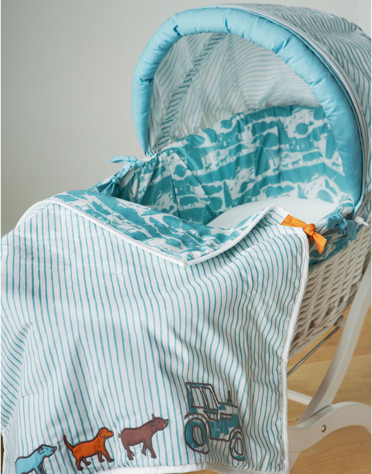 A Great First Bed For Any Baby. Settle In In Style With This Beautiful  Wicker Moses Basket With Leather Handles, Protective Hood, Fitted Sheet And  Cosy On ...