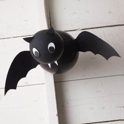20 great diy halloween decorations vampire balloon bat