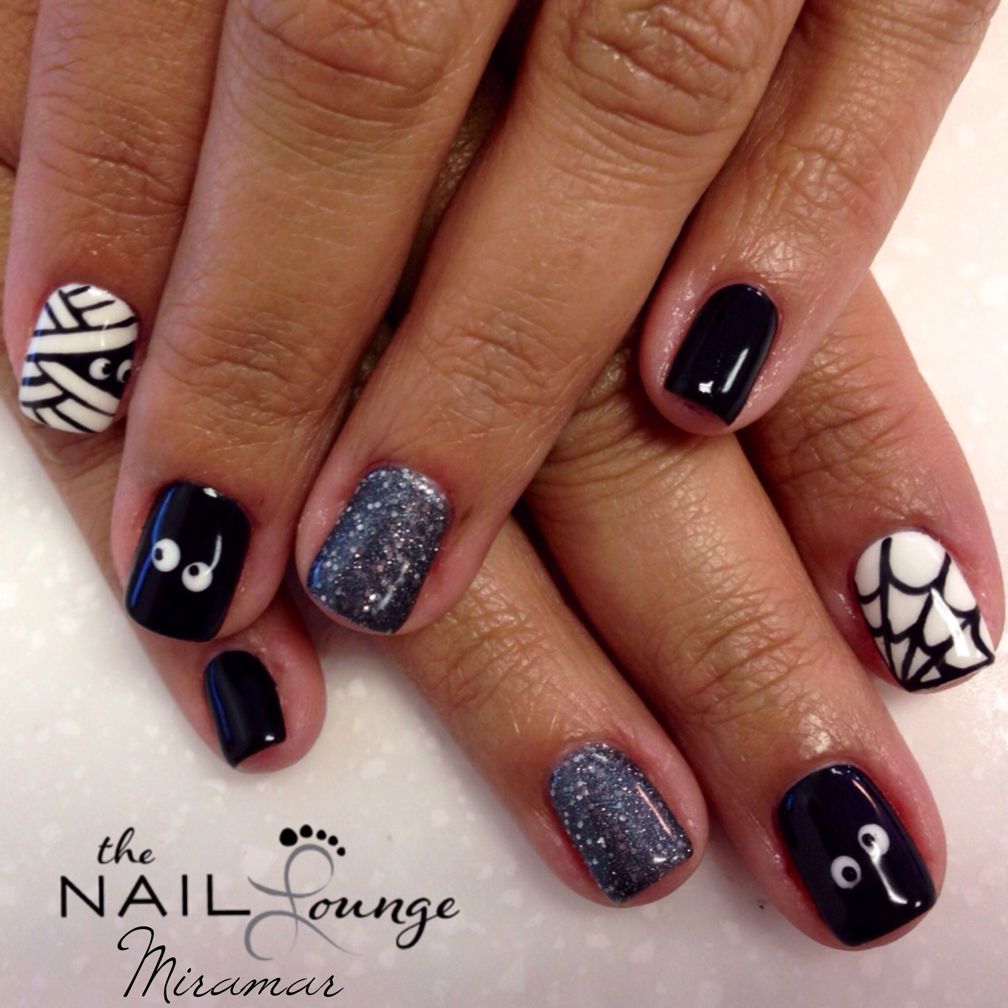 Halloween gel nail art