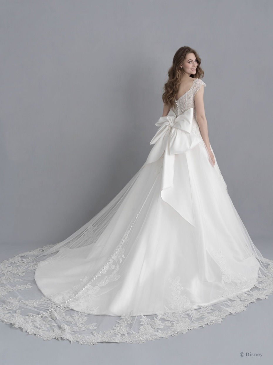 Disney Princess Brides This Collection Is Your Dream Come True Disney Wedding Dresses Ball Gowns Wedding Snow White Wedding Dress [ 1240 x 930 Pixel ]