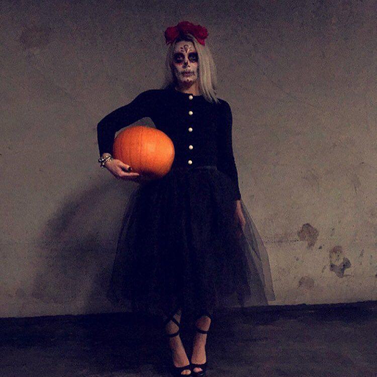 """""""#preparing for #halloween  #pumpkin #gresskar kjøpt inn  #sminke prøvd ut  #sugarskull #sugarskullmakeup #halloweenmakeup #fridakahlo #inspirasjon…"""""""