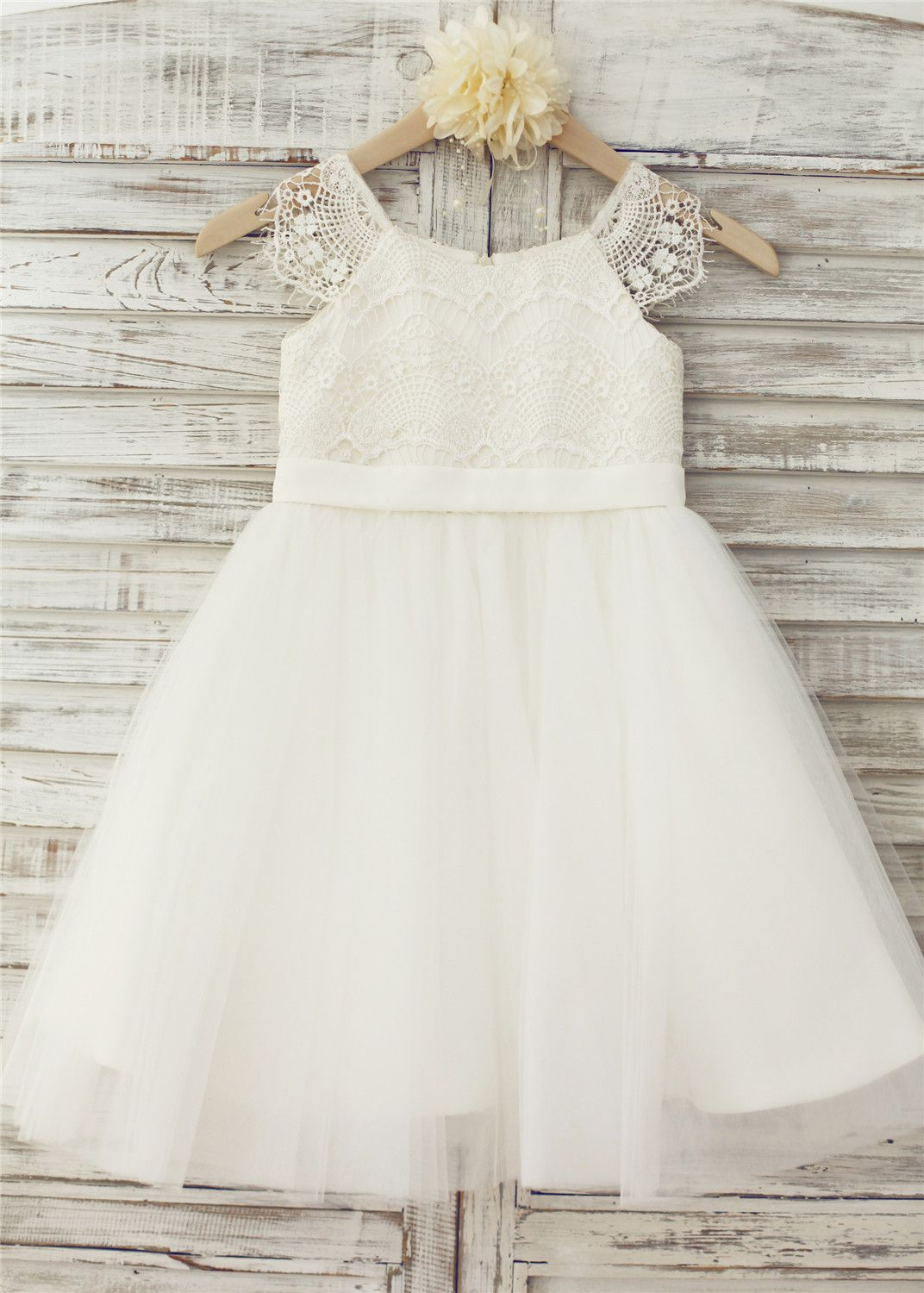 c2a8b7c93363 The dress is made of high quality satin tulle lace fabric.Delicate ...