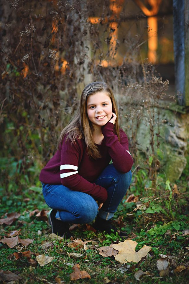 Tween Portrait Ideas - Tween Picture Ideas Girl - Breezy Hill Portraits - Fall Portraits - Old Barn