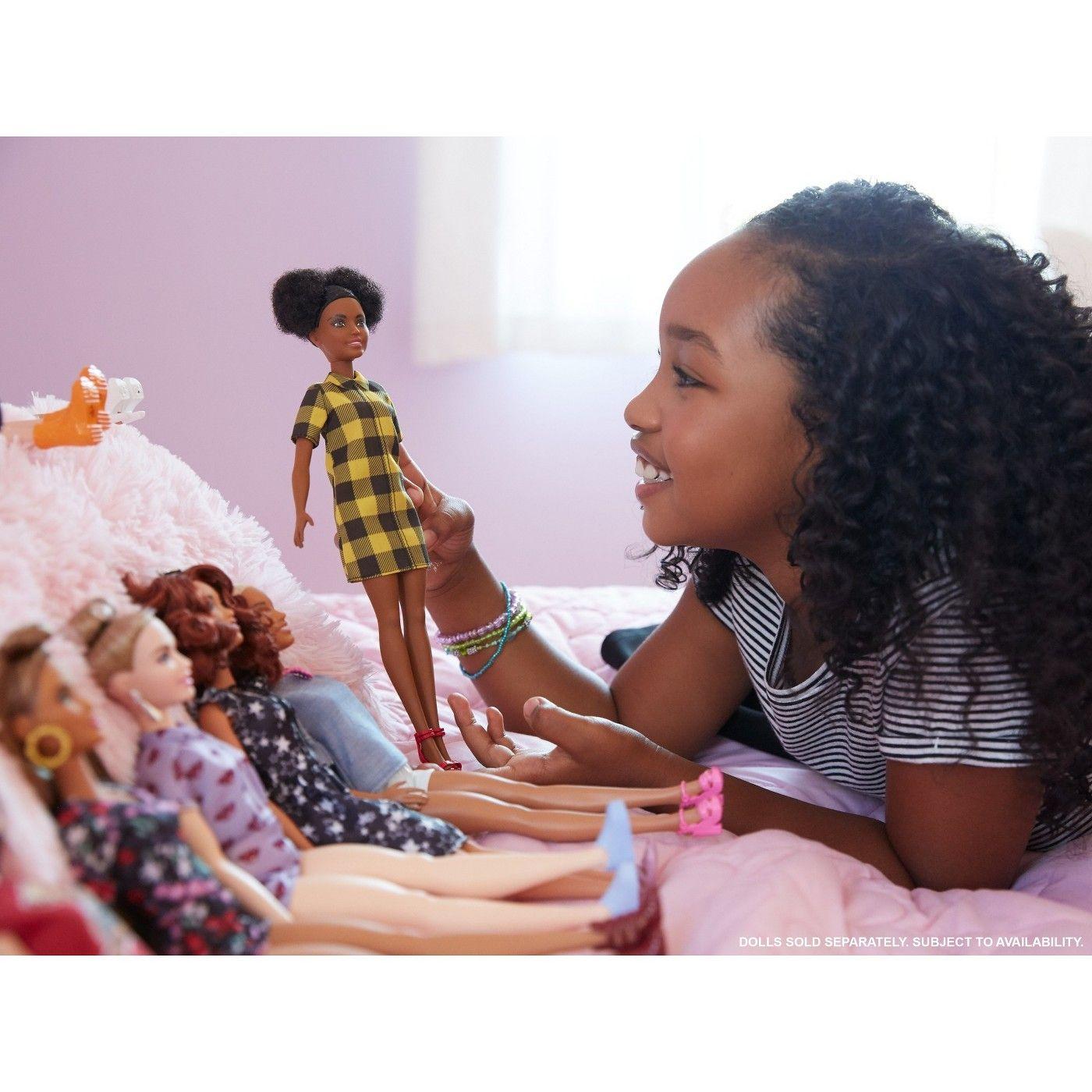 b8b10636319 Barbie Fashionistas Dolls - Cheerful Check  Fashionistas