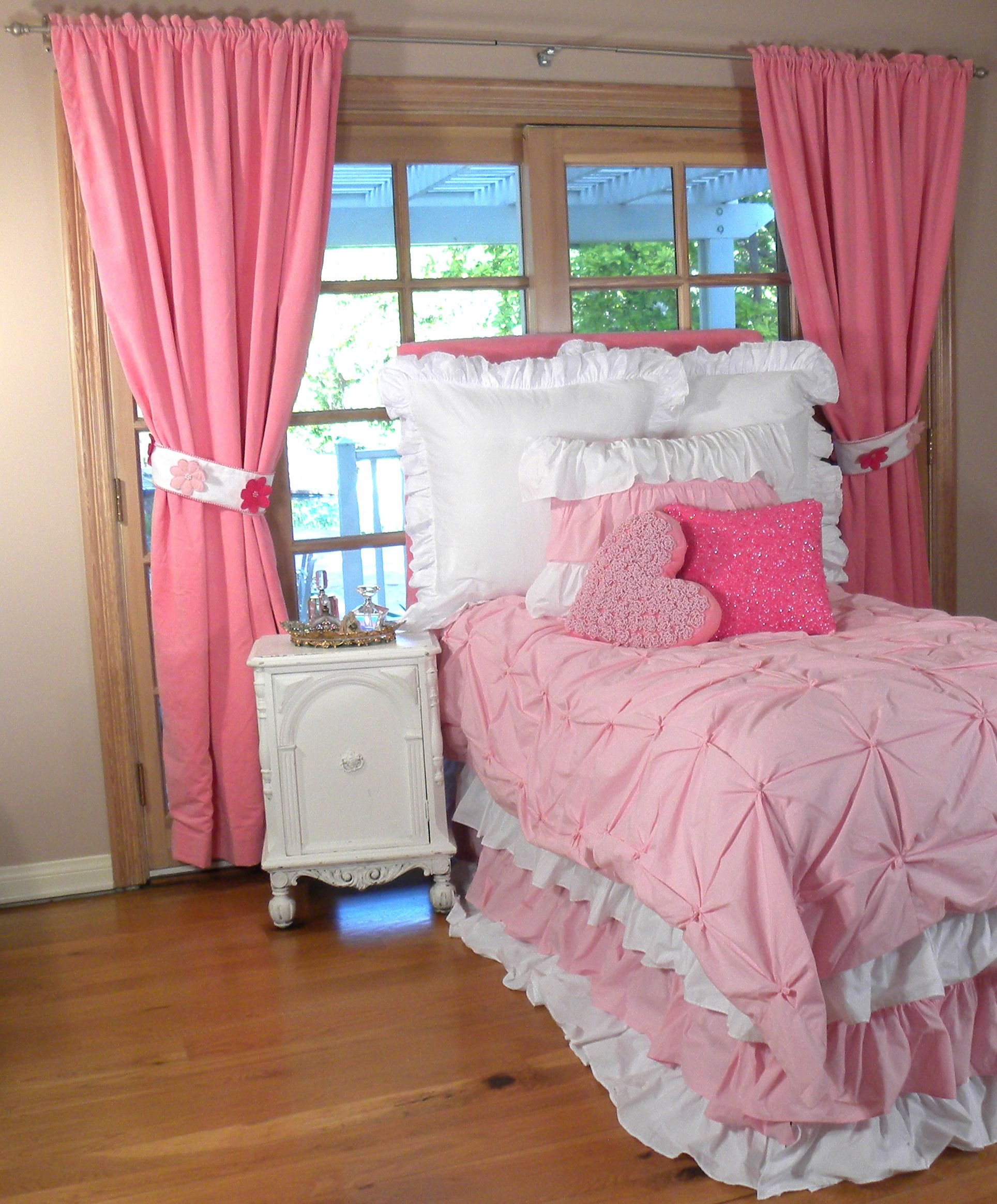 Bed sets for girls - Girls Bedding And D Cor In Pink And White Loveable Ruffles