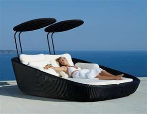 I love the idea of this and outdoor beds etc but you know honestly I believe I would have a spider problem.  Yet when I go on vacations I think nothing of lying down on something like this......or those crummy futons on Carlo's porch in Key Largo.  I guess I think spiders don't bite out of towners!