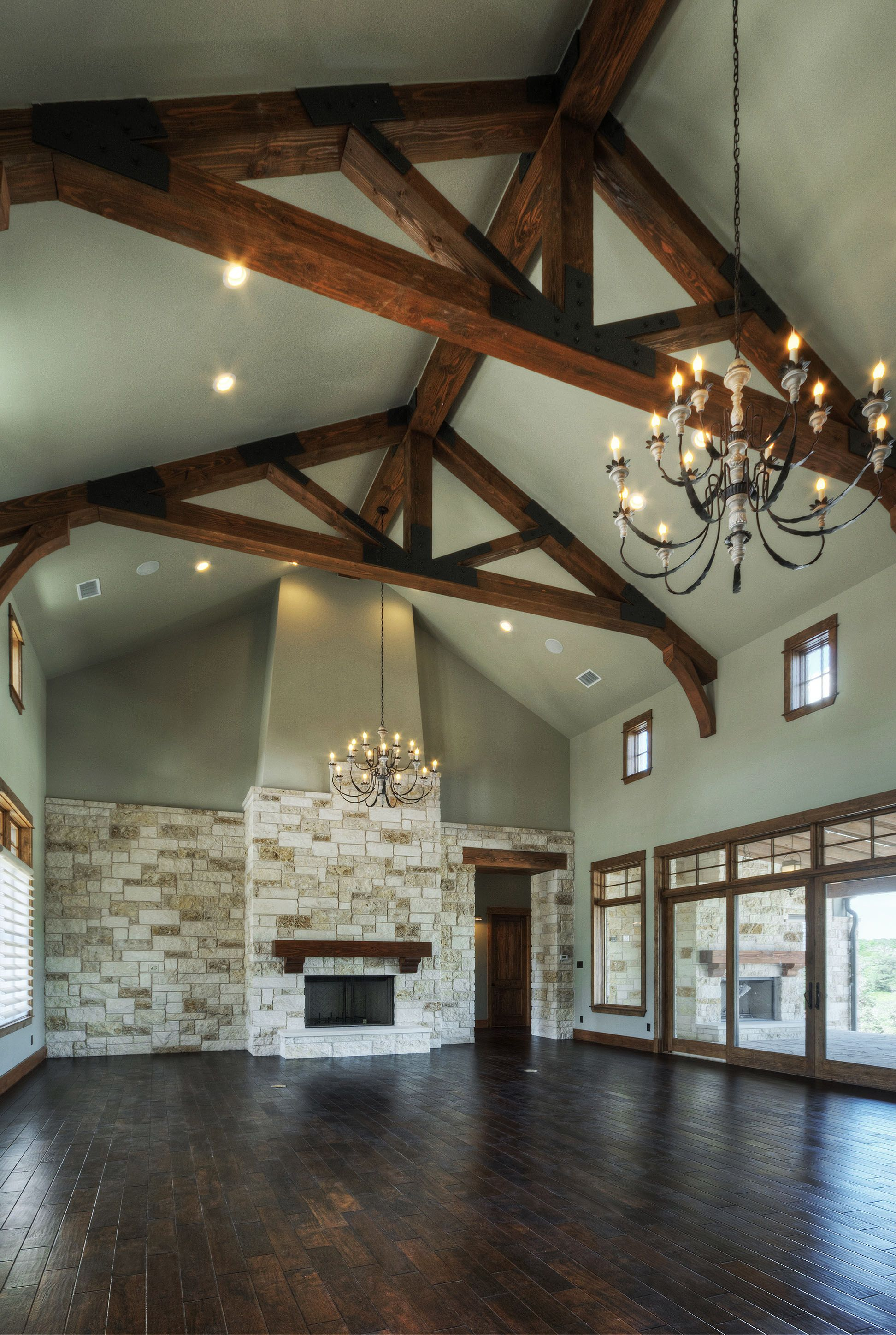 Dining room family room living room in one limestone for Post and beam living room ideas
