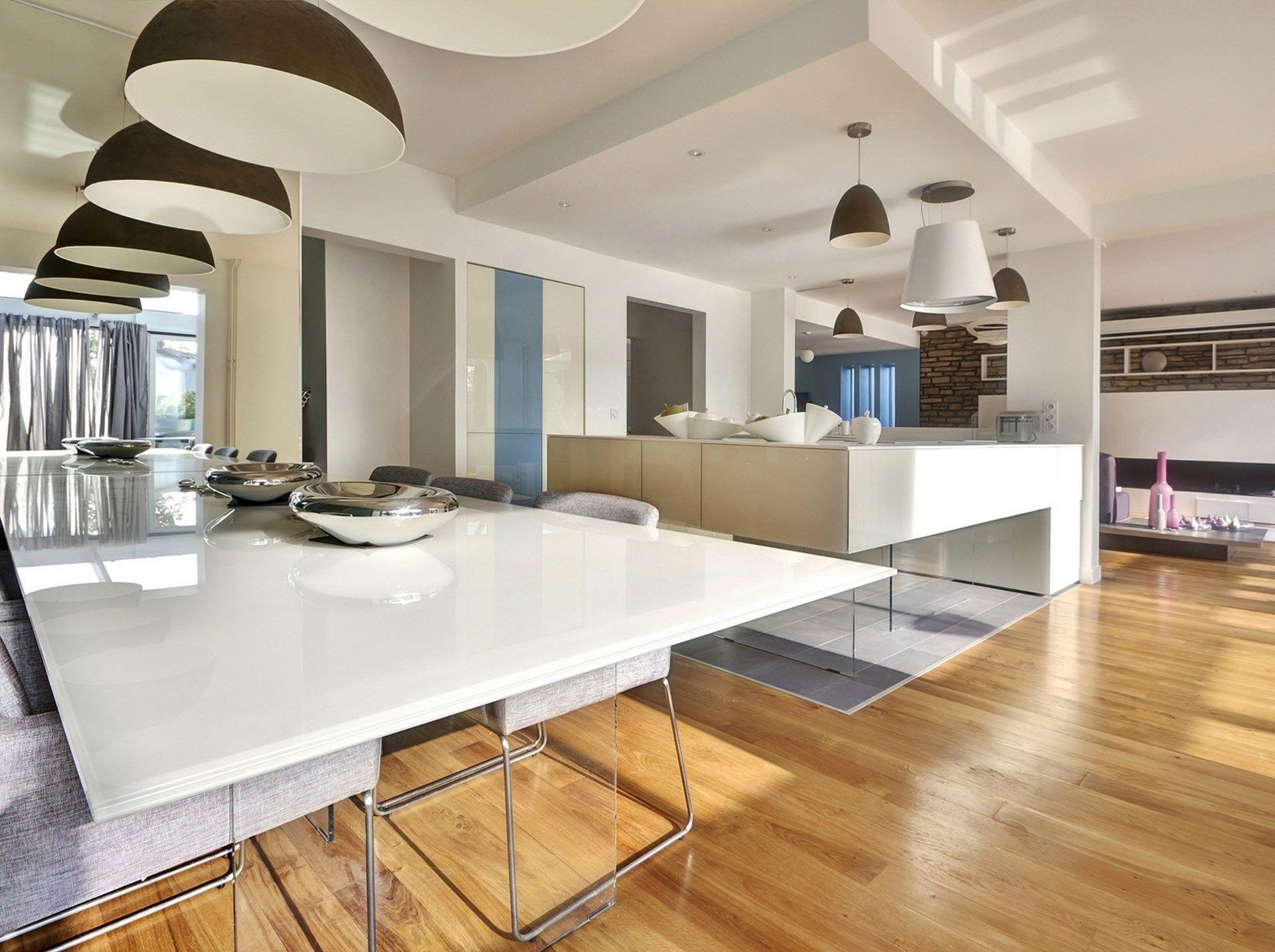 Maison Renovation Luxe Cuisine Lago Table Verre Blanc Laque Parquet - Table en verre cuisine