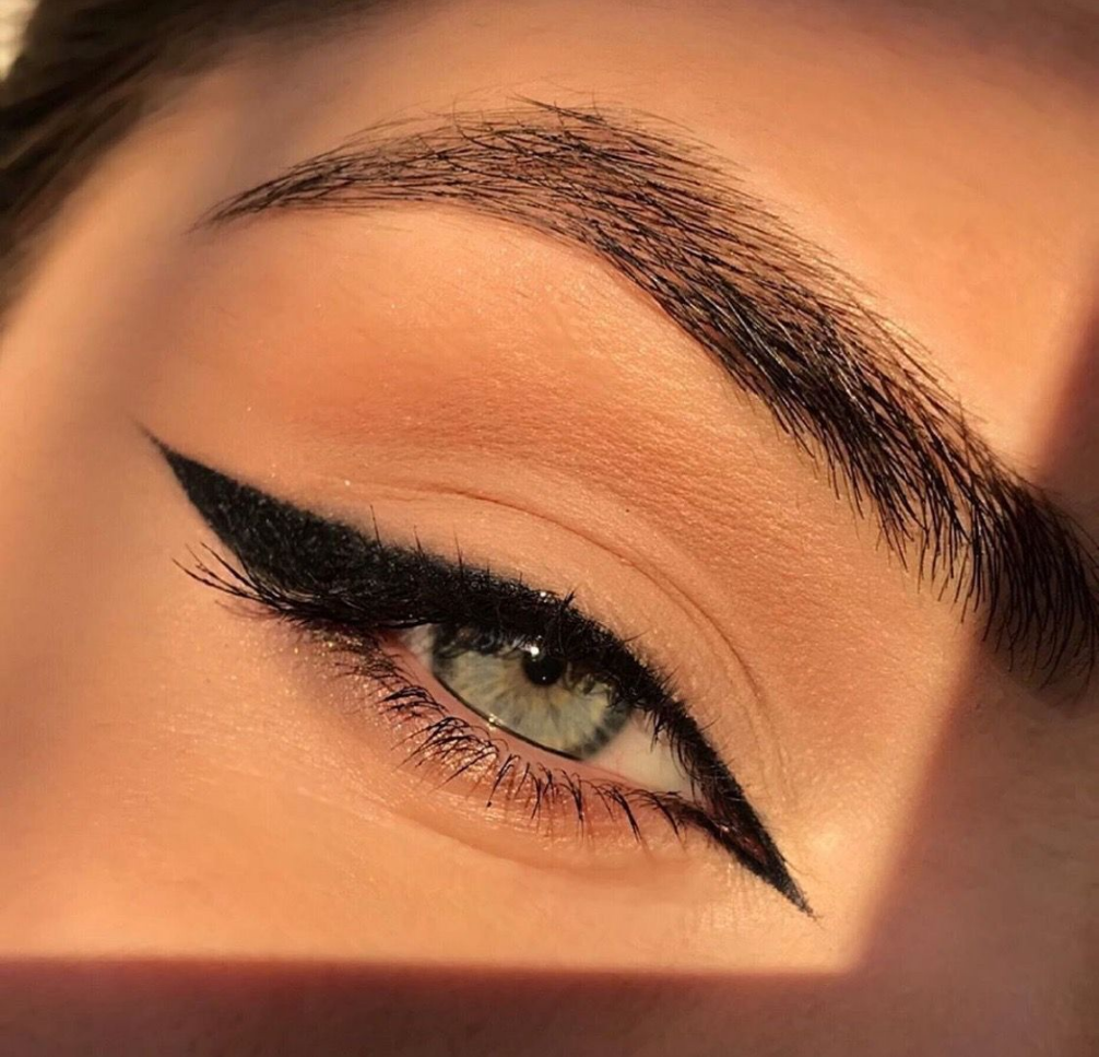 Hair Eyeliner Eyeliner Cat Eye Black Eyeliner Types Of Eyeliner Green Eyeli In 2020 No Eyeliner Makeup Makeup Eyeliner Cat Eye Makeup