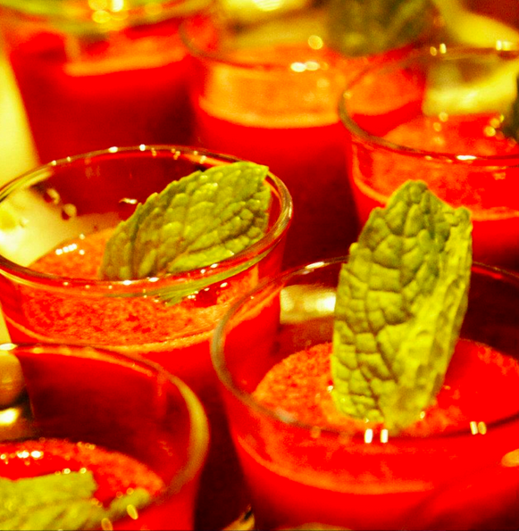 Nuestro Spicy Tom --> Un frozen con vodka, ron, tomate de árbol, licor de ponsigué y ají picante #Cocktails #Bar #Vodka #Drink