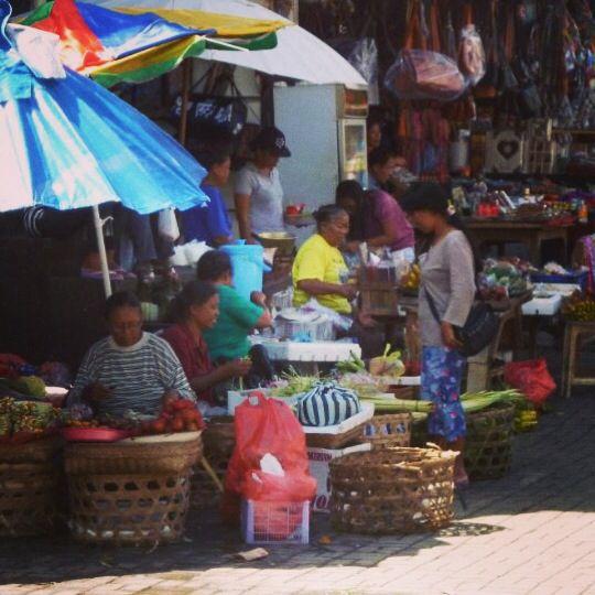 Early morning at Ubud market