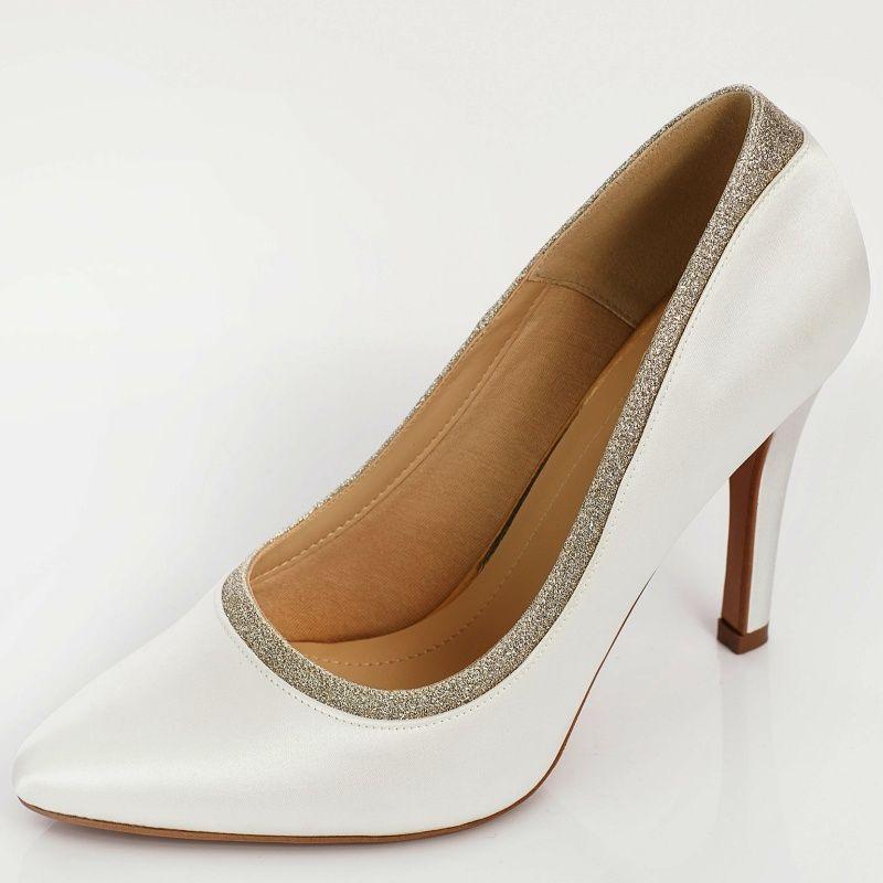 Zapatos de novia tipo stilettos muy elegantes. Sapatos para noivas com saltos  altos 57229afd77de