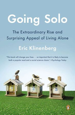 A revelatory examination of the most significant demographic shift since theBaby Boom—the sharp increase in the number of people who live alone—thatoffers surprising insights on the benefits of this epochal changeIn 1950, only 22 percent of American adults were single. Today, more than 50percent of American adults are single, and 31 million—roughly one out of everyseven adults—live alone. People who live alone make up 28 percent of all U.S.households, which makes them more common than any other