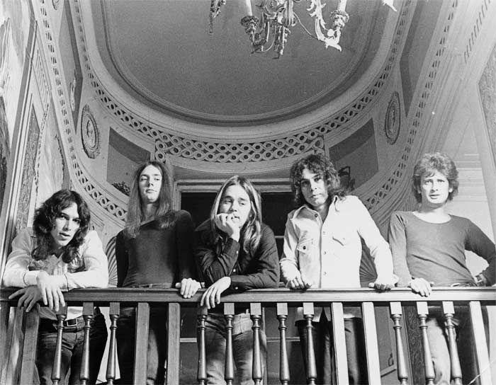 Su afición por la magia y la música de Bach fueron algunas de las razones que le acercaron al británico Ritchie Blackmore de Deep Purple