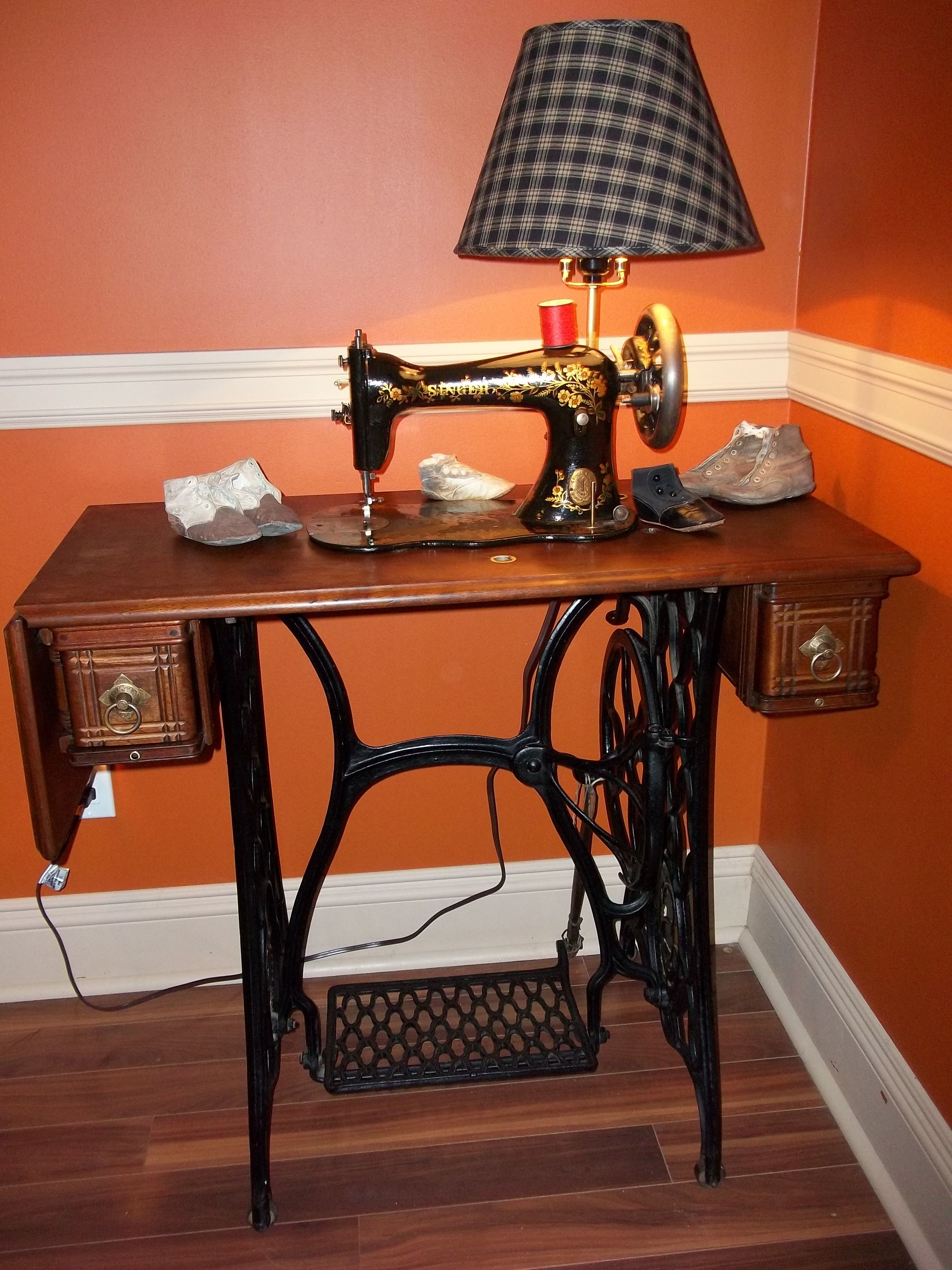 Repurposed Antique Sewing Machine Table Into A Table Lamp. Great For  Displaying Your Primitive Collection