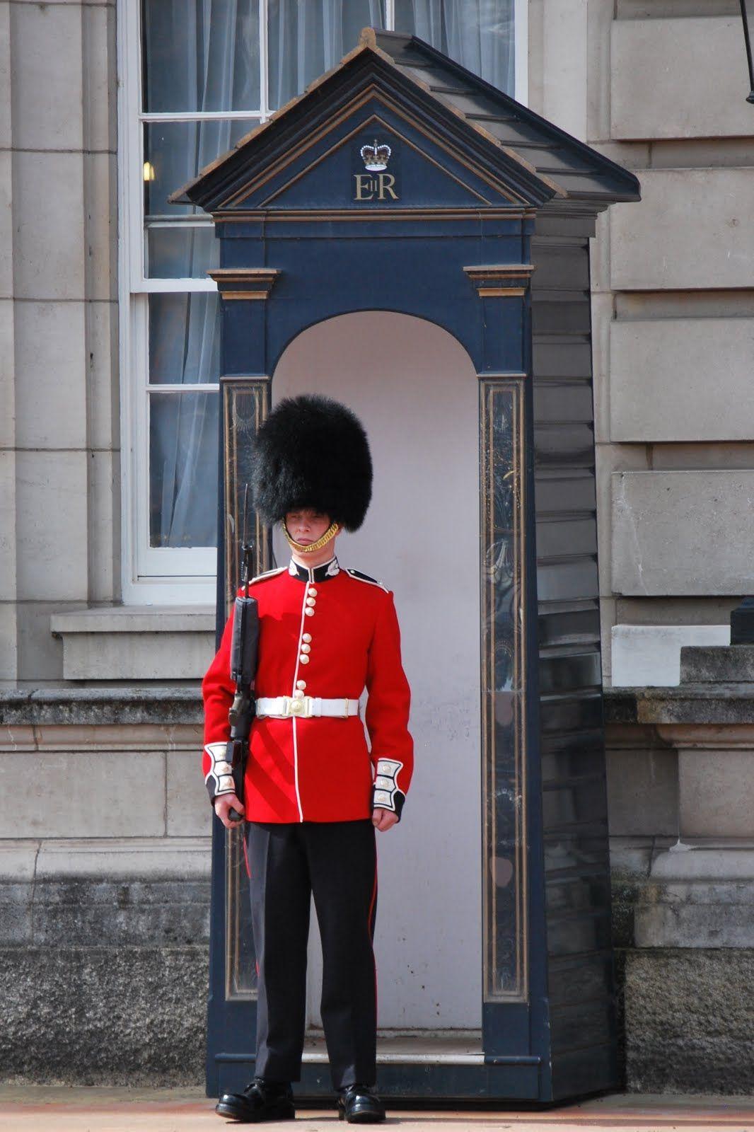 London guard travels pinterest palace for La petite maison leura
