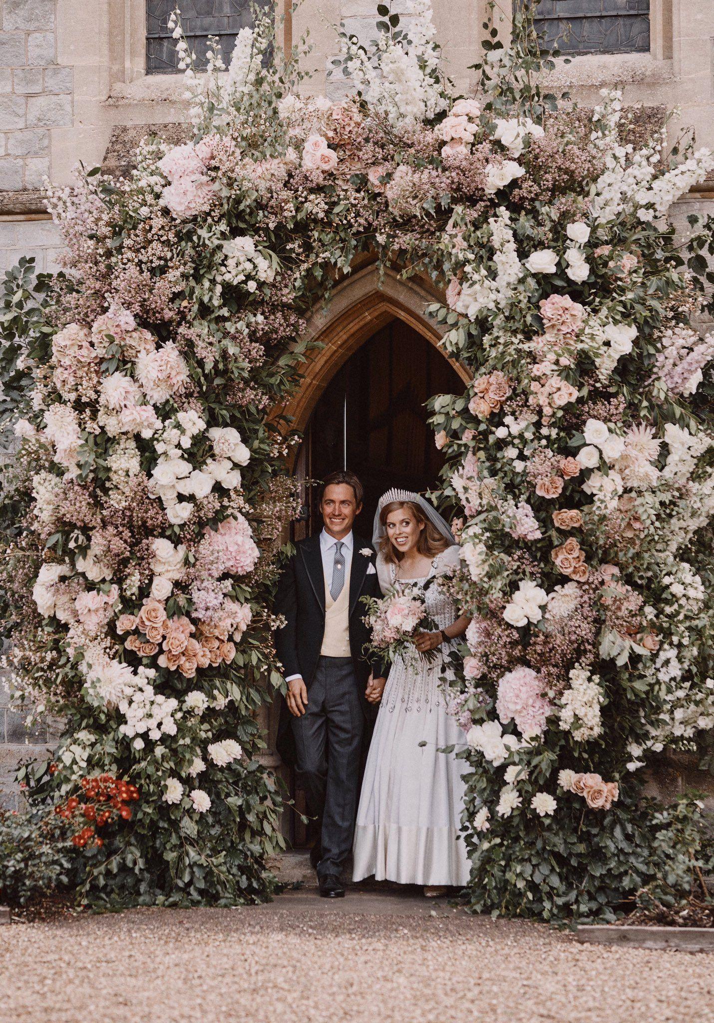 Rebecca English On Twitter Princess Beatrice Wedding Princess Beatrice Private Wedding [ 2048 x 1430 Pixel ]