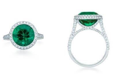Emerald ring from Tiffany & Co. For more #wedding jewellery inspiration visit www.modernwedding.com.au.