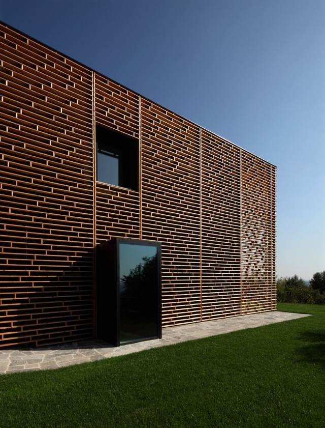 Fassade modern  Kühnlein Architektur: Wohnhaus aus Holz | Architektur // Fassade ...