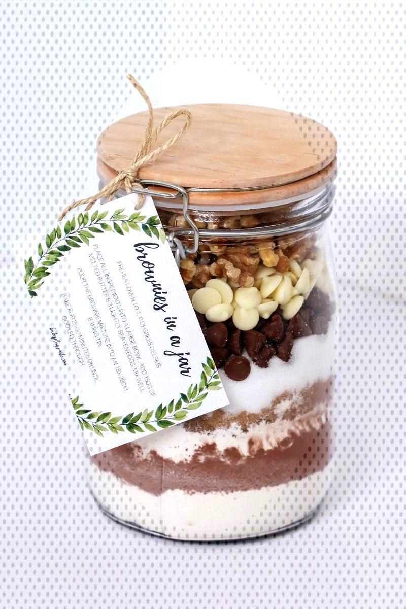 BROWNIES IN A JAR make the perfect homemade gift for a teacher, friend or neighbour. Includes a FRE
