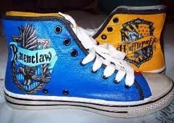 ee0e98a8d2b69d hogwarts converse  ) I totally want the Hufflepuff ones!!!
