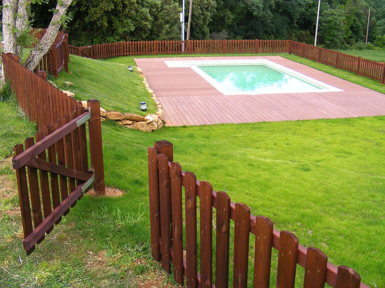 Valla de madera dise ada y fabricada por disseny barraca instalada en cal rajoler thinks - Verjas de madera para jardin ...