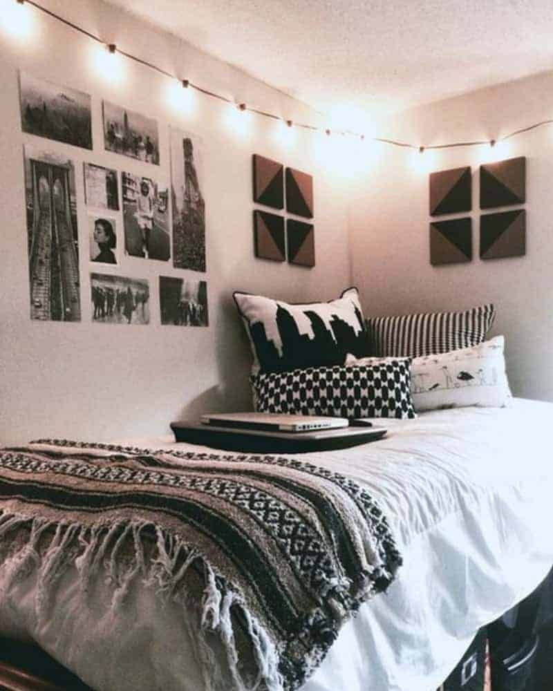 20 College Dorm Room Ideas To Channel Your Inner Minimalist With Elegant Dorm Room Dorm Room Styles Cool Dorm Rooms