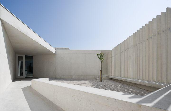 Concrete patio of the Escuela La Milagrosa by Pedro Pegenaute.
