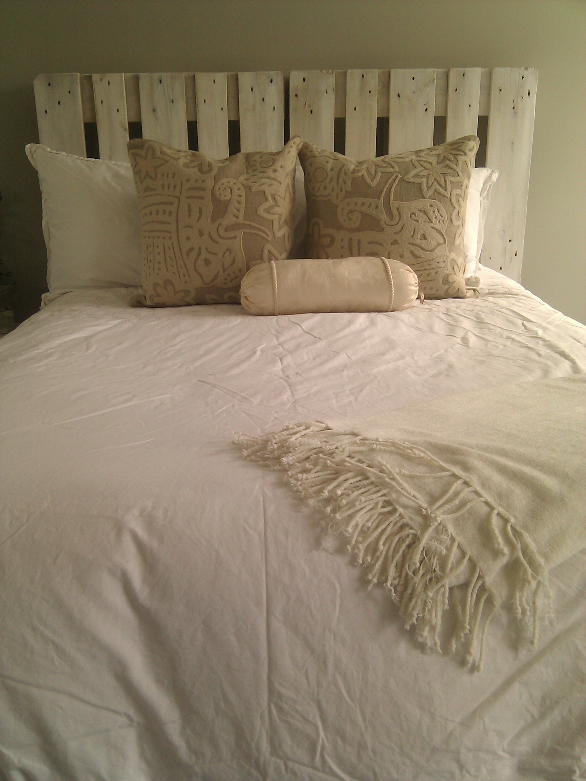 white washed pallet headboard....my favorite so far of the pallet ...