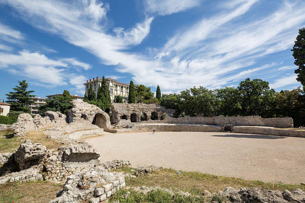 Les Arenes De Cimiez Sont Un Amphitheatre Romain Situe A