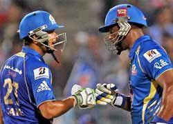 कैरेबियाई बैट्समैन ड्वेन स्मिथ की ताबड़तोड़ हाफ सेंचुरी की मदद से मुंबई इंडियंस ने फ्राइडे को खेले गए क्वालीफायर-2 में राजस्थान रॉयल्स को चार विकेट से हराते हुए आइपीएल-6 के फाइनल में जगह बनाई....