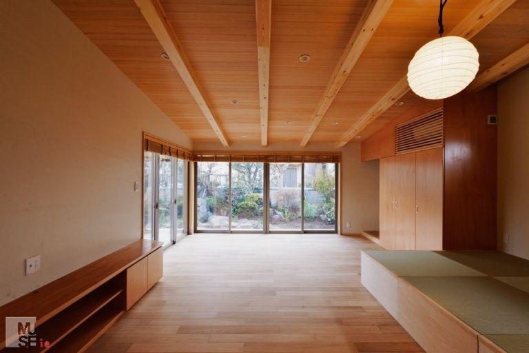 関前の家 折り上げ天井の主寝室 重量木骨の家 選ばれた工務店と建てる
