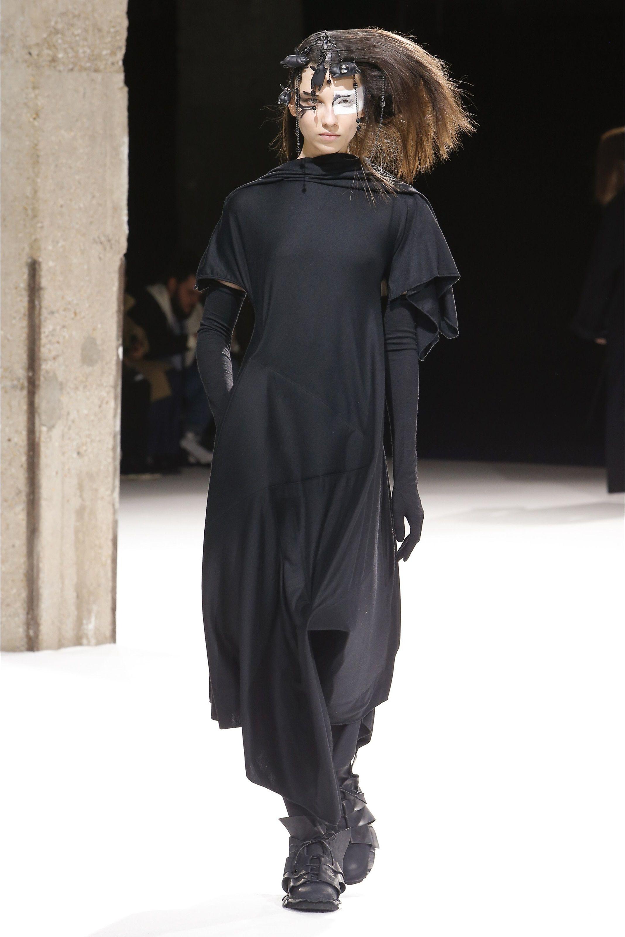 huge selection of ed766 b48fa Sfilata Yohji Yamamoto Parigi - Collezioni Autunno Inverno ...