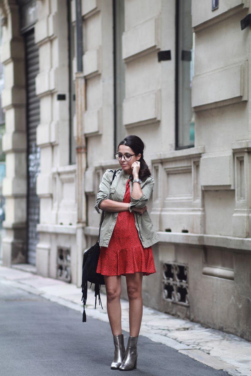 b22e66534dd Veste kaki OUI robe rouge à coeurs Icode Bottines argentées New Look Sac à  franges noir Icode Look automne 2016 Blog mode tendance Le Petit Monde de  Julie