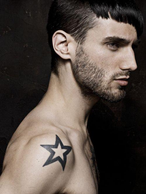 tatouage homme étoile épaule | tatoos | tatouage, tatouage étoile et