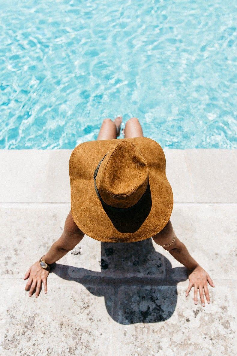 Equivalenza-Naturalis_Bio_Resort-Maje_Swimsuit-Levis-Maje_Sandalas-Outfit-Collage_Vintage-40