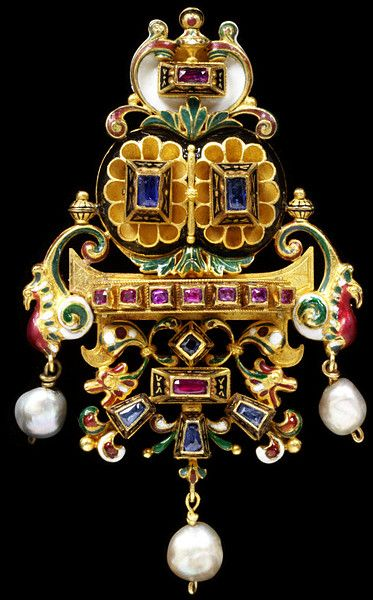 The Castellani Bird Brooch, Rome, circa 1860-1900, rubies, sapphires, openwork gold, enamel and pearls. Fortunato Pio Castellani - 1794-1865. Alessandro Castellani -1824-1883.  Augusto Castellani - 1829-1914. a.o.