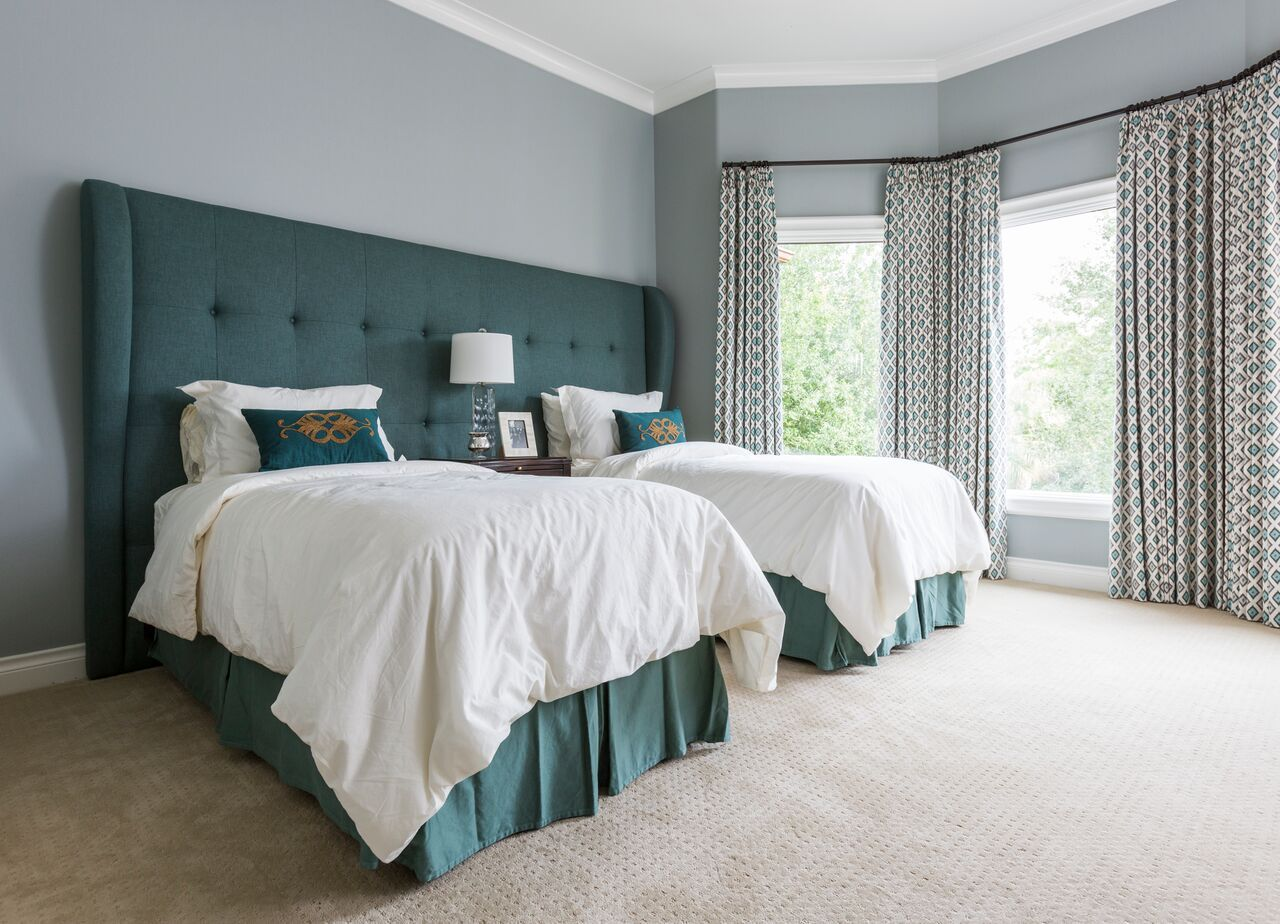 This guest room is twinning in the best way possible