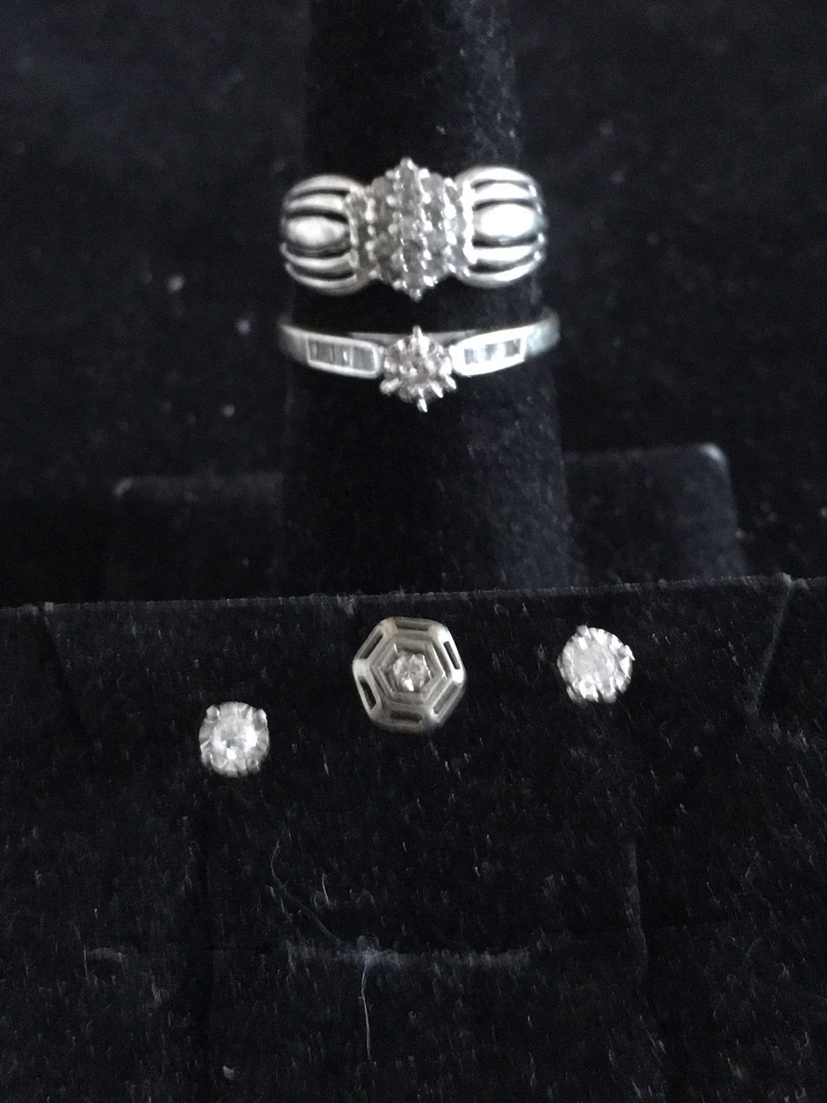Have A Very Nice Set Of 14 Karat And 10 Karat White Gold With Diamonds The Clustering Is A Quarter Carat Size 5 And 10kt The Engag Stamped Rings Rings Diamond