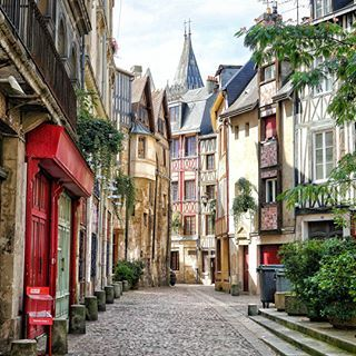 Top 10 Perfect Amazing Iconic Photo Locations In Paris Solosophie France Travel Amazing Places Rouen Best Cafes In Paris