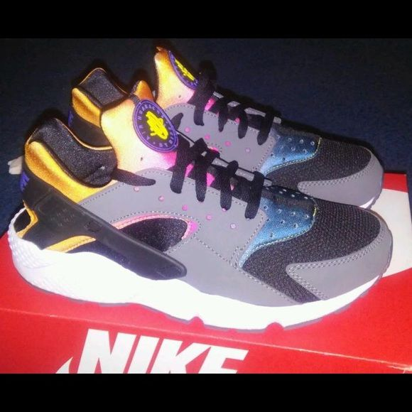 sports shoes 7946f 4eda6 Men's Nike - Huaraches - Only worn once! These Men's Galaxy ...