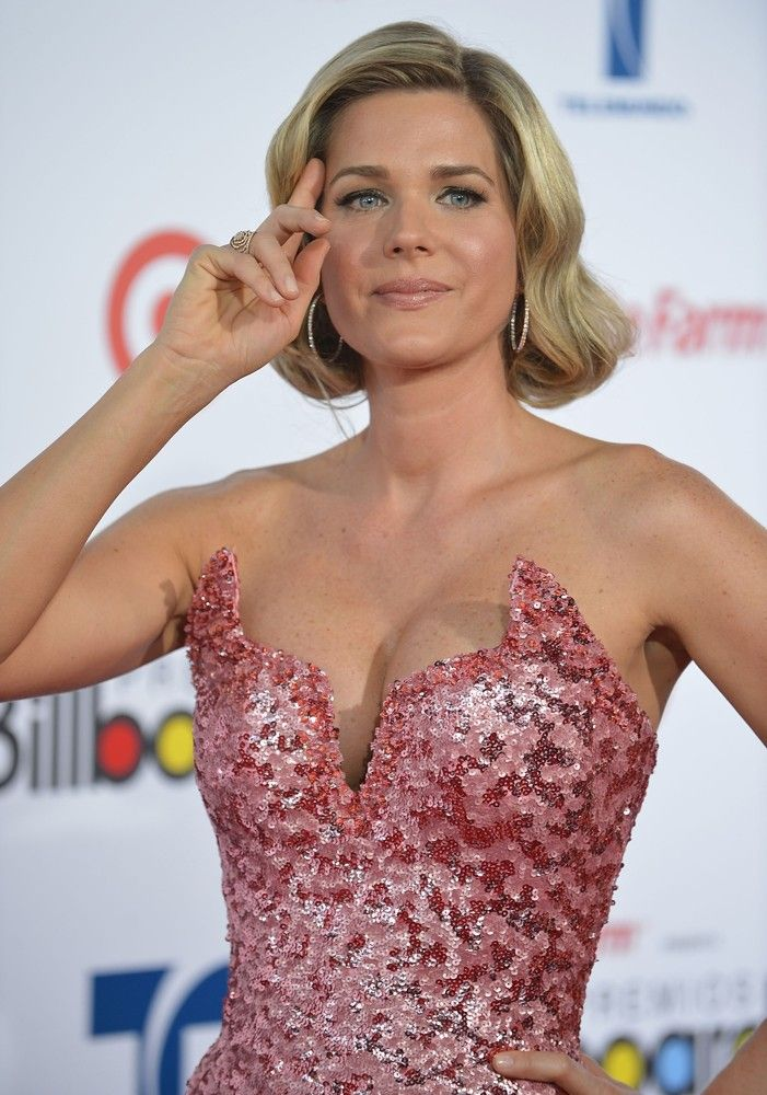 Colombian/Venezuelan~American telenovela Actress    Sonia