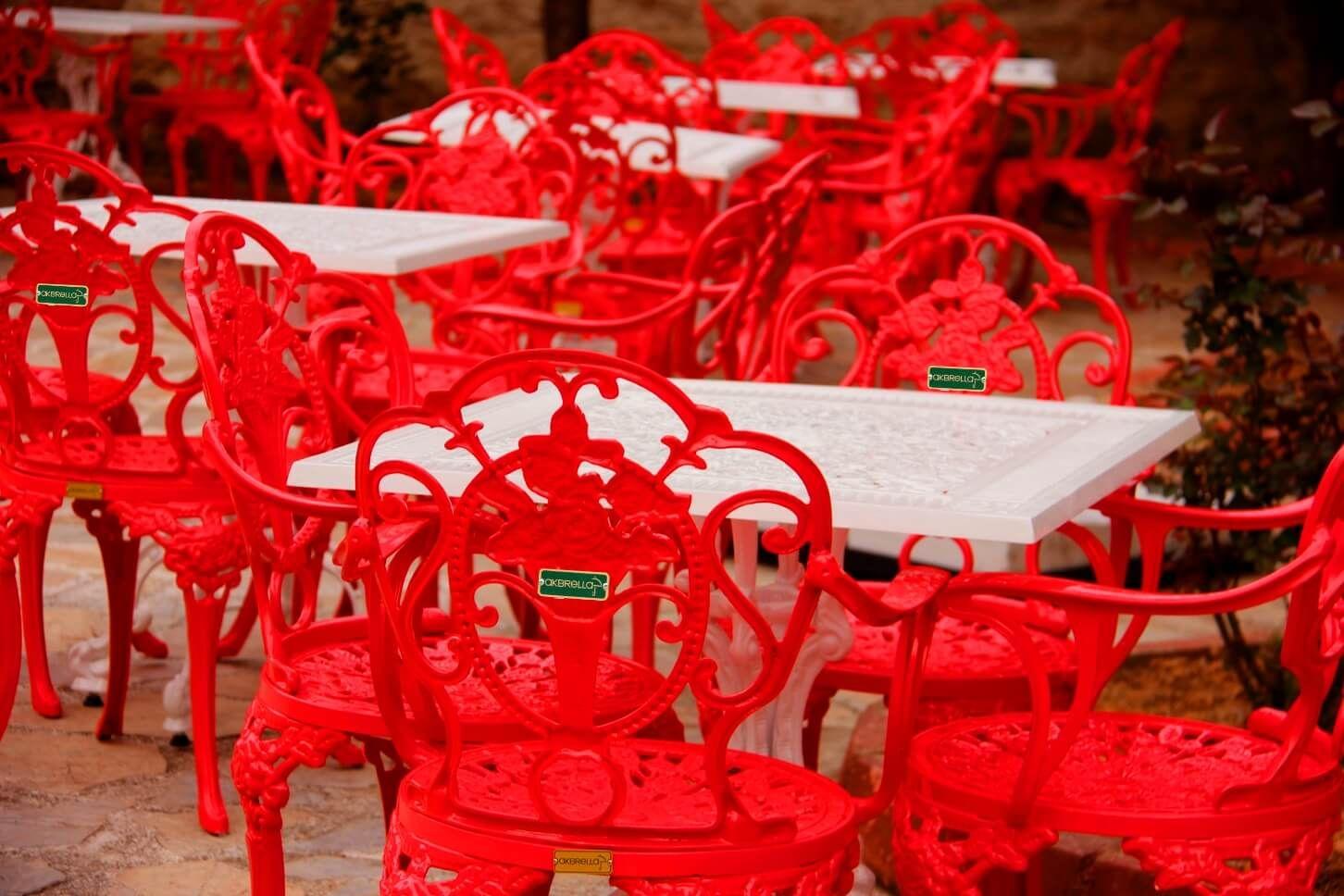 Nar kırmızı AKBRELLA döküm sandalyeleri
