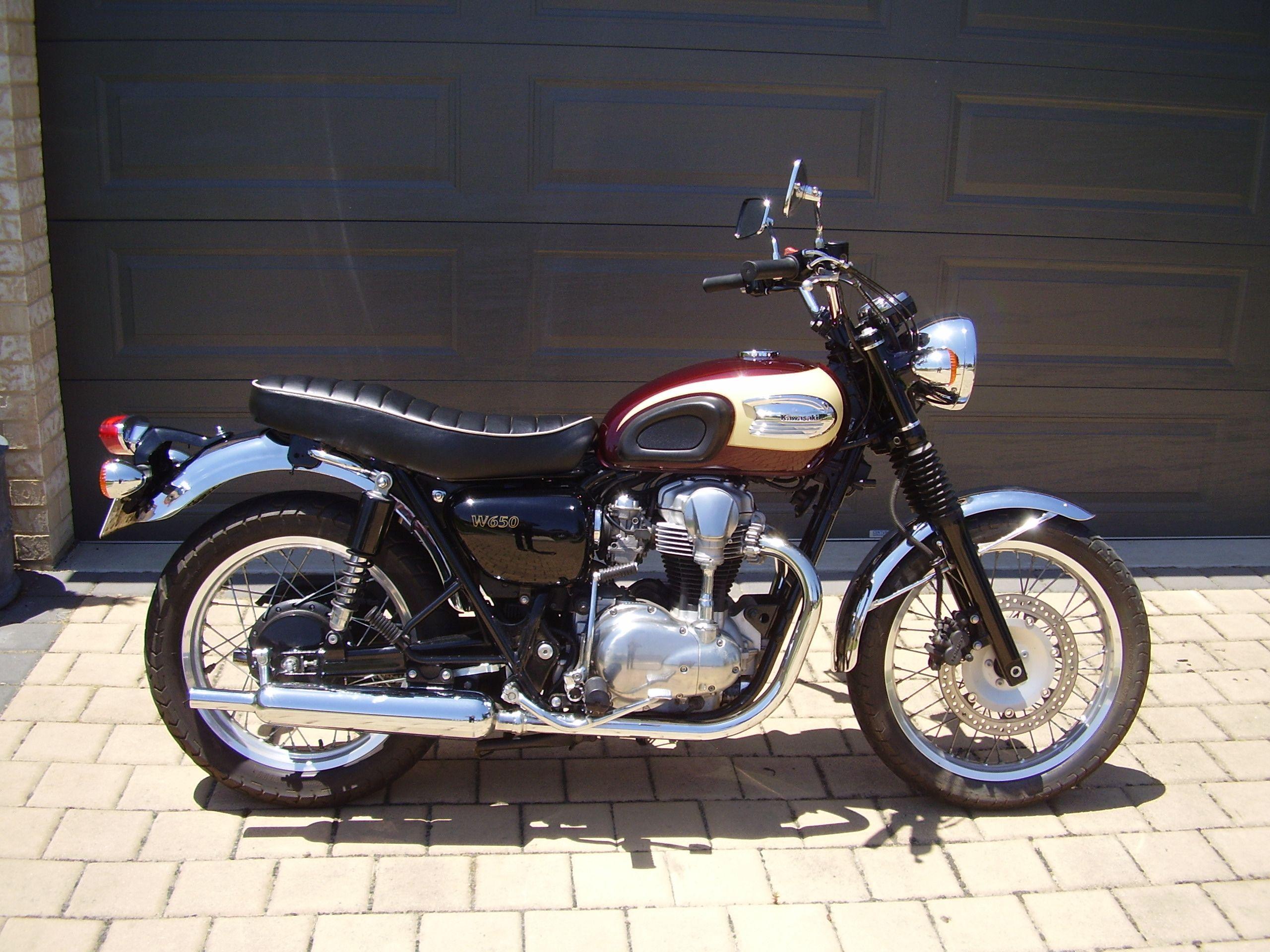 File:Kawasaki W650 (1).JPG - Wikimedia Commons