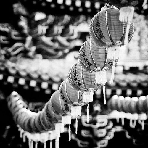 Black and white japan japanese lanterns photography favim com 332922 jpg 500x500