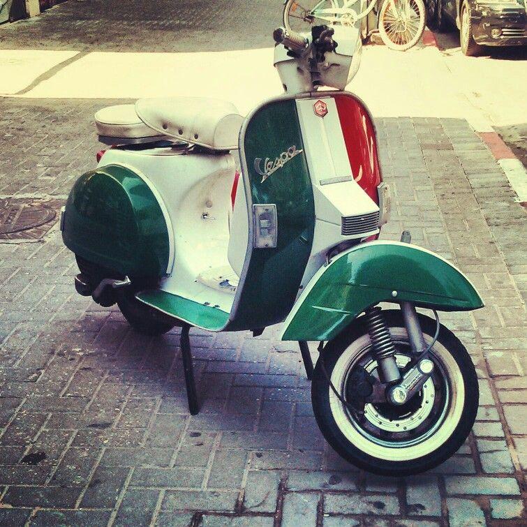 vintage italian scooter - 736×736
