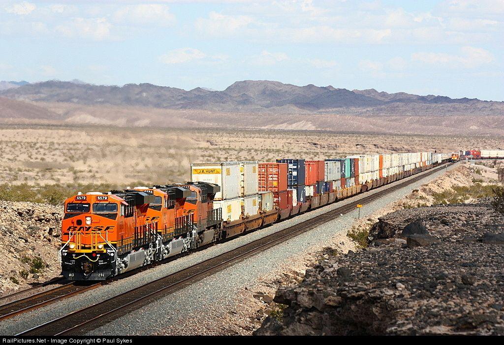 Photo 6579 BNSF Railway GE ES44C4 at